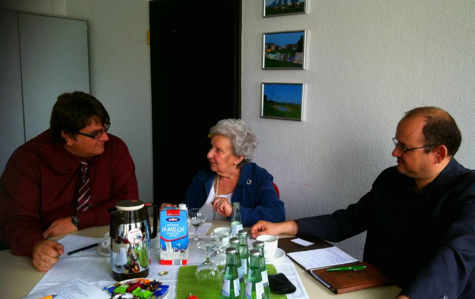 Bezirksbürgermeister Zöllner im Gespräch mit den Vertretern der IG Blumenberg e.V.
