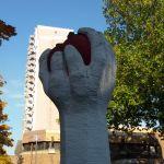 """""""Tomate"""" auf dem Pariser Platz wird künstlerisch gestaltet"""