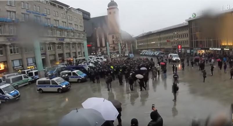 Demo am 24. Januar am Kölner Hauptbahnhof