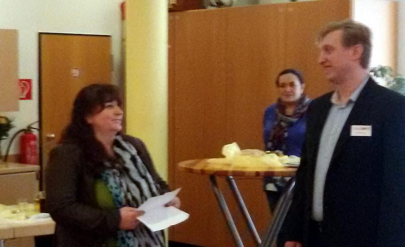 Stellvertretende Bezirksbürgermeisterin Eike Danke hält die Eröffnungsrede