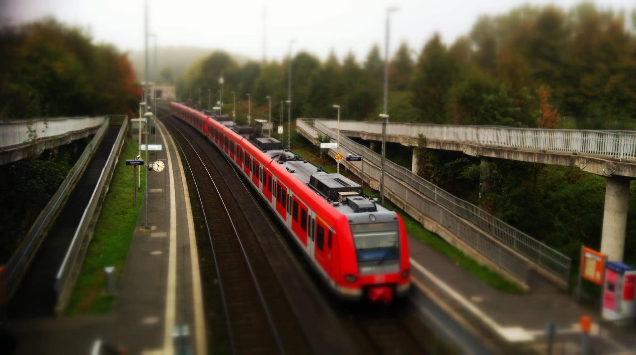 Der Bahnverkehr wurde auch in Köln-Blumenberg lahm gelegt. Symbolfoto.