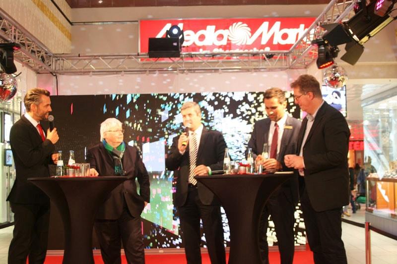 Auf der Bühne (v.l.n.r), Moderator Bockelmann, Elisabeth Slapio (IHK Köln), Jörg Hamel (Handelsverband Nordrhein-Westfalen Aachen Düren Köln e.V.), Gregory Hedderich (Manager CityCenter), Franz-Josef Hönig (Kölner Dezernat Stadtentwicklung, Planen, Bauen und Verkehr).