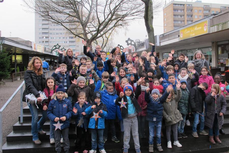 Tradition in Heimersdorf: Zum 13. Mal findet das Tannenbaumschmücken durch die Katholische Grundschule und die Anna Langohr Schule statt.