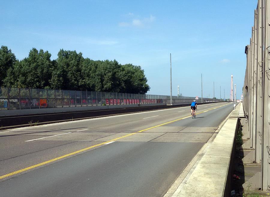 Dauerbaustelle Leverkusener Brücke