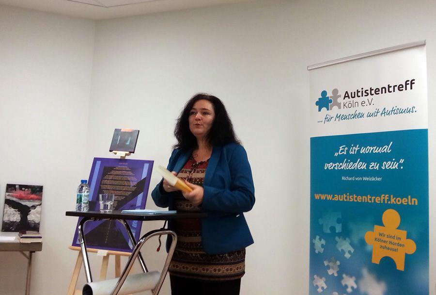 """Silke Bauerfeind liest aus ihrem Buch """"Ein Kind mit Autismus zu begleiten, ist auch eine Reise zu sich selbst"""""""