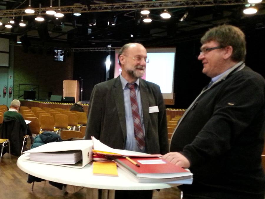 Hermann Breuer (Amt für Stadtentwicklung und Statistik) und Bezirksbürgermeister Zöllner.