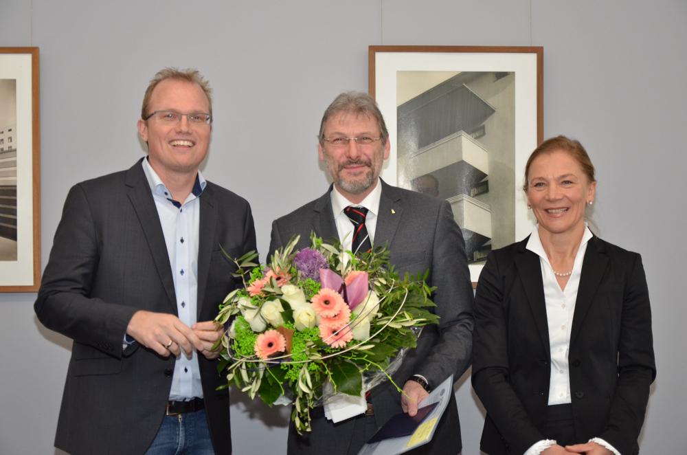 Auf dem Foto (v. l.): Jochen Ott (Vorsitzender GAG-Aufsichtsrat), Uwe Eichner (GAG-Vorstandsvorsitzender), Kathrin Möller (GAG-Vorstand)