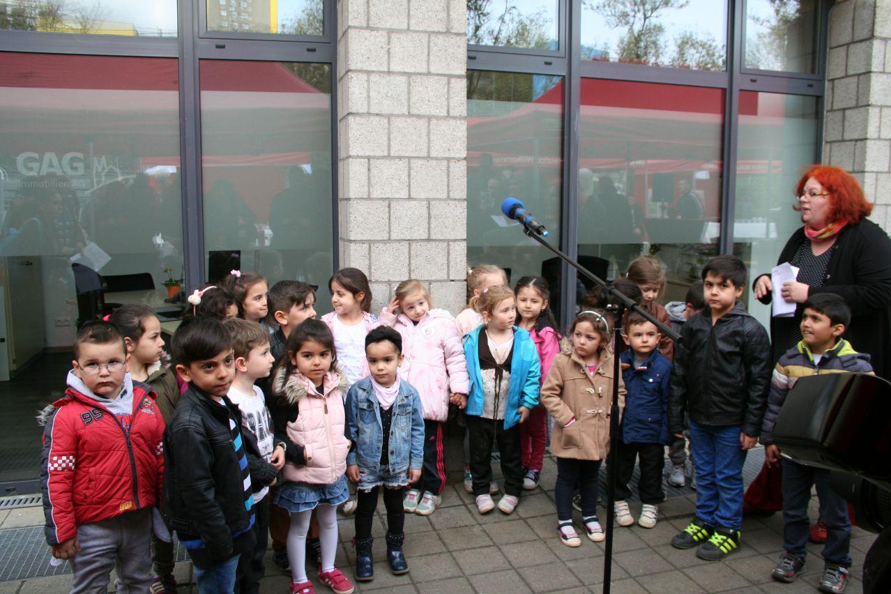 Kinder der städtischen KiTa Willi-Suth-Allee haben ein kleines Konzert gegeben.