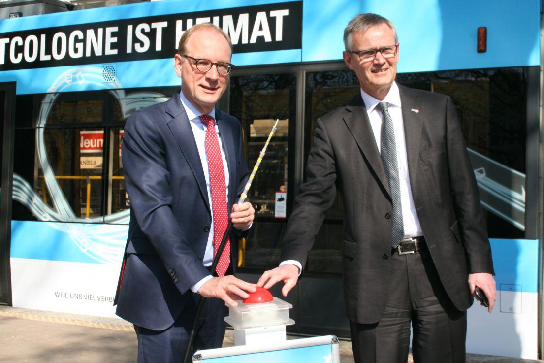 Timo von Lepel, Geschäftsführer NetCologne (links) und Jürgen Fenske, Vorstandsvorsitzender KVB (rechts)