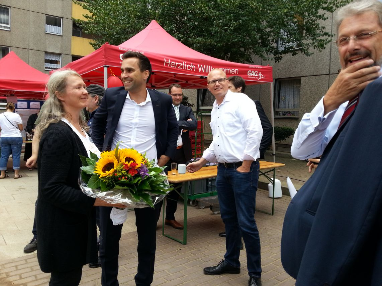 V.l.n.R.: Frau Klein (Teamleiterin Sozialkordination), G. Hedderich (Manager City-Center Chorweiler), J. Ott (Vorsitzender des Aufsichtsrates, SPD), U. Eichner (Vorstandsvorsitzender der GAG AG).