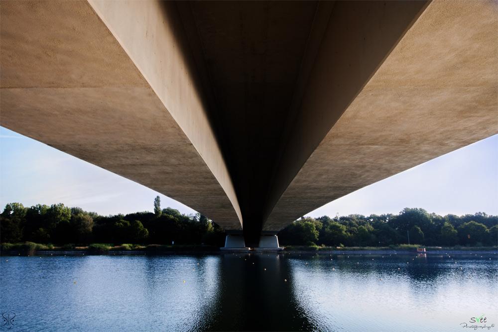 Brücke über dem Fühlinger See