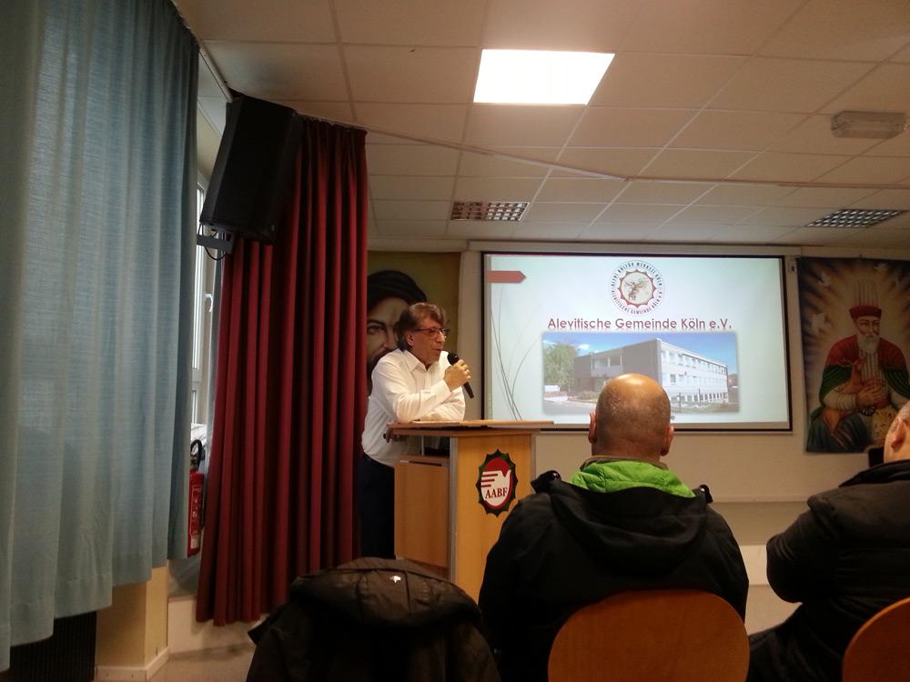 Ali Eren (2. Vorsitzender) hält das Grußwort