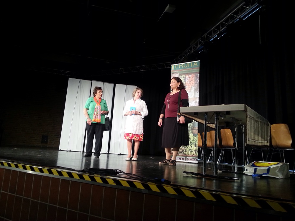 Im Spektakel: Drei Freundinnen, gespielt von ( v.l.n.r.): Esme Celik, Sevil Pilge, Nadia Michael