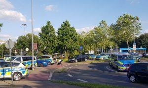 Großer Polizei- und Rettungseinsatz vor dem City-Center Köln-Chorweiler
